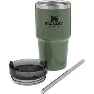 Stanley Quencher Travel Tumbler 20 matkamuki vihreä - 6 dl kokoinen lämpöeristetty juomapullo, joka pitää juoman kuumana 4 tuntia tai jäisenä 30 tuntia.